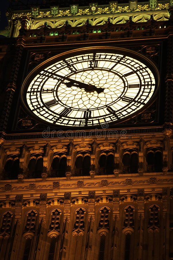 Big Ben belichtet nachts, London, England lizenzfreies stockfoto