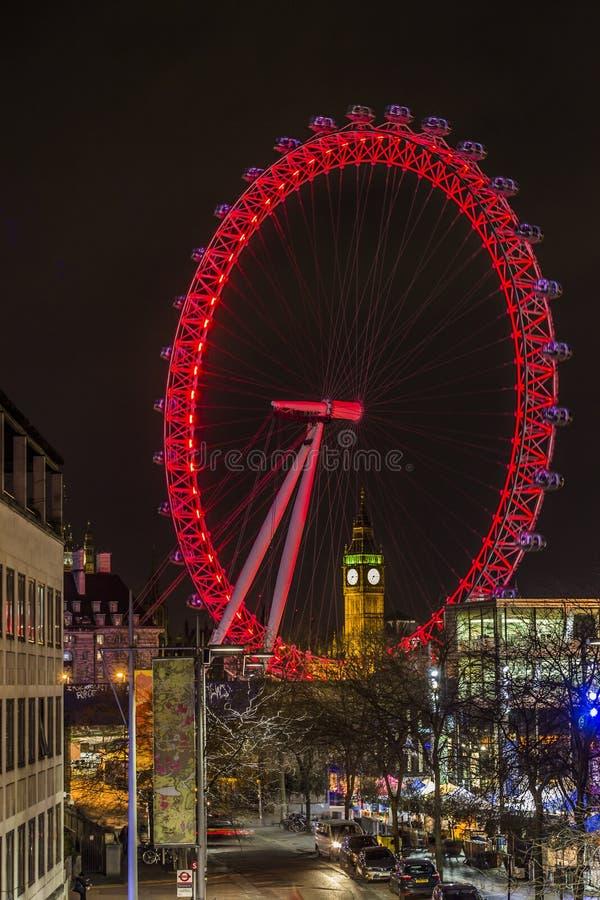Big Ben durch London-Auge bis zum Nacht stockfotos