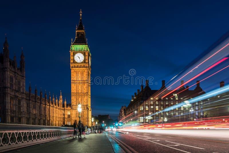 Big Ben e Camera del Parlamento a Londra, Regno Unito fotografia stock libera da diritti