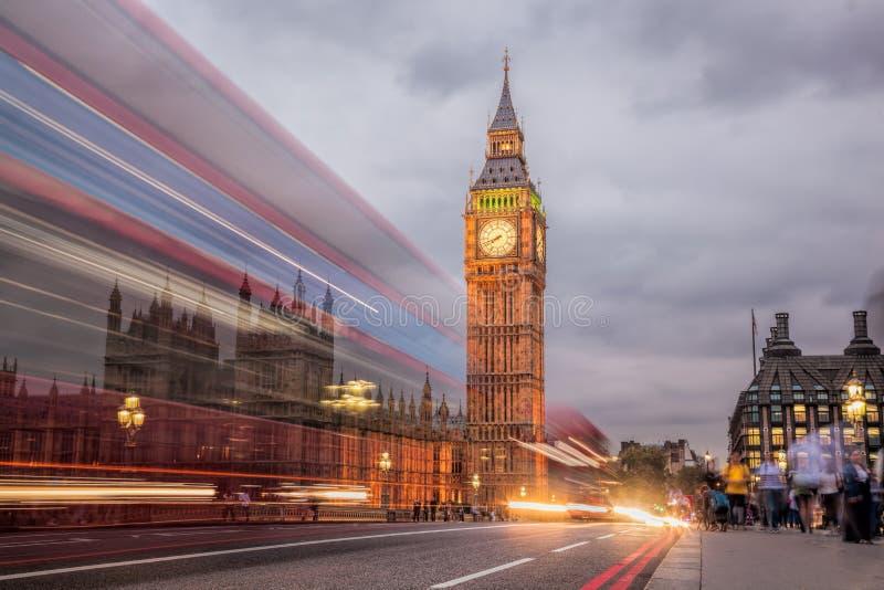 Big Ben e a casa do parlamento na noite, Londres, Reino Unido imagem de stock