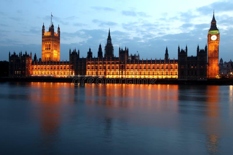 Big Ben e casas do parlamento na noite, Londres imagens de stock