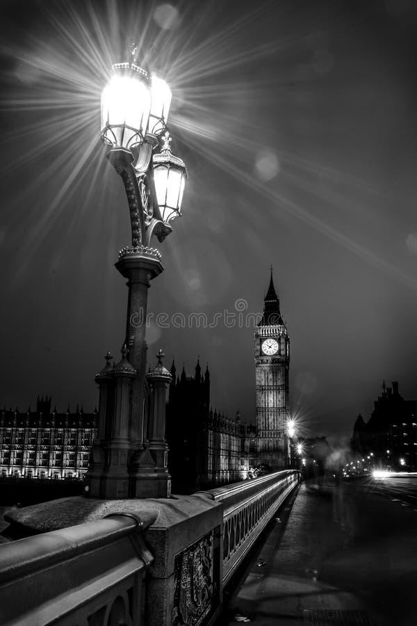 Big Ben e le Camere del Parlamento e della notte immagine stock
