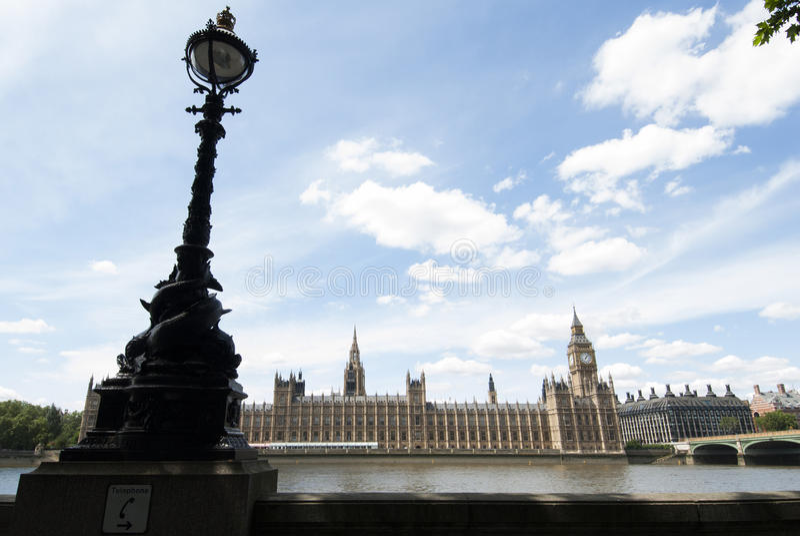 Big Ben e le Camere del Parlamento a Londra fotografia stock libera da diritti