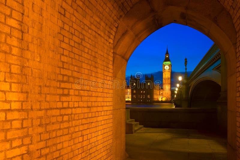 Big Ben e le Camere del Parlamento a Londra, Inghilterra fotografia stock