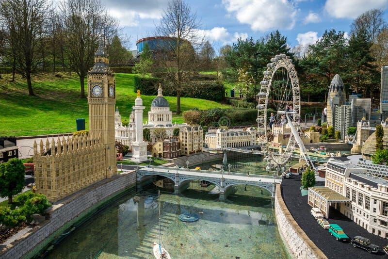 Big Ben e Londres Eye modelos no miniland de Legoland Windsor fotos de stock