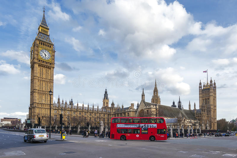 Big Ben e ônibus imagem de stock royalty free