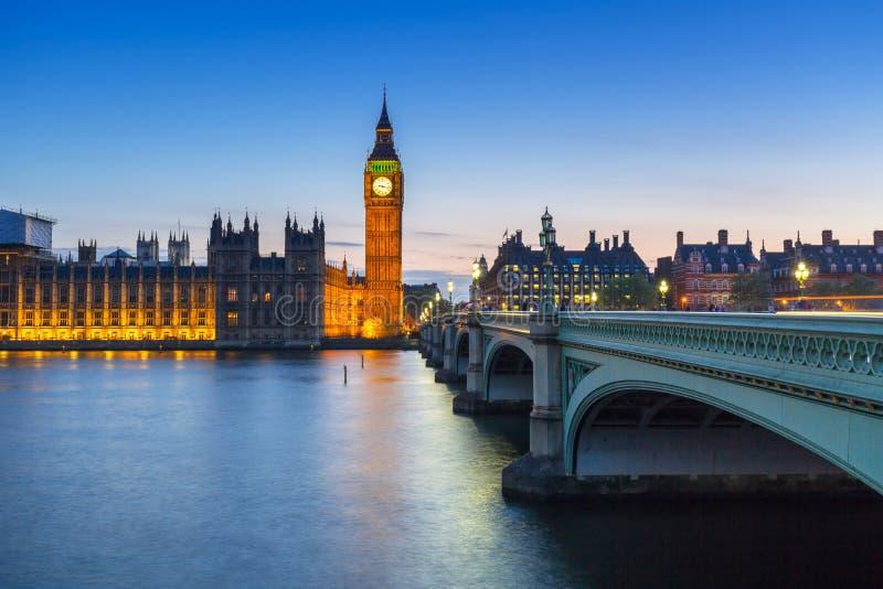 Big Ben e ponte de Westminster em Londres na noite imagens de stock