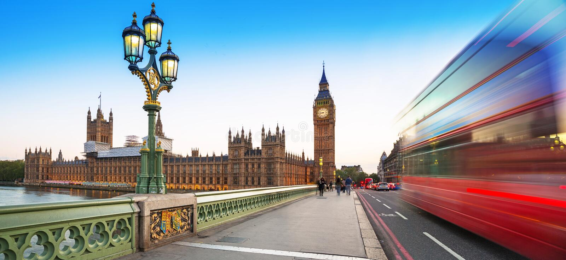 Big Ben e ponte de Westminster em Londres no crepúsculo fotos de stock royalty free