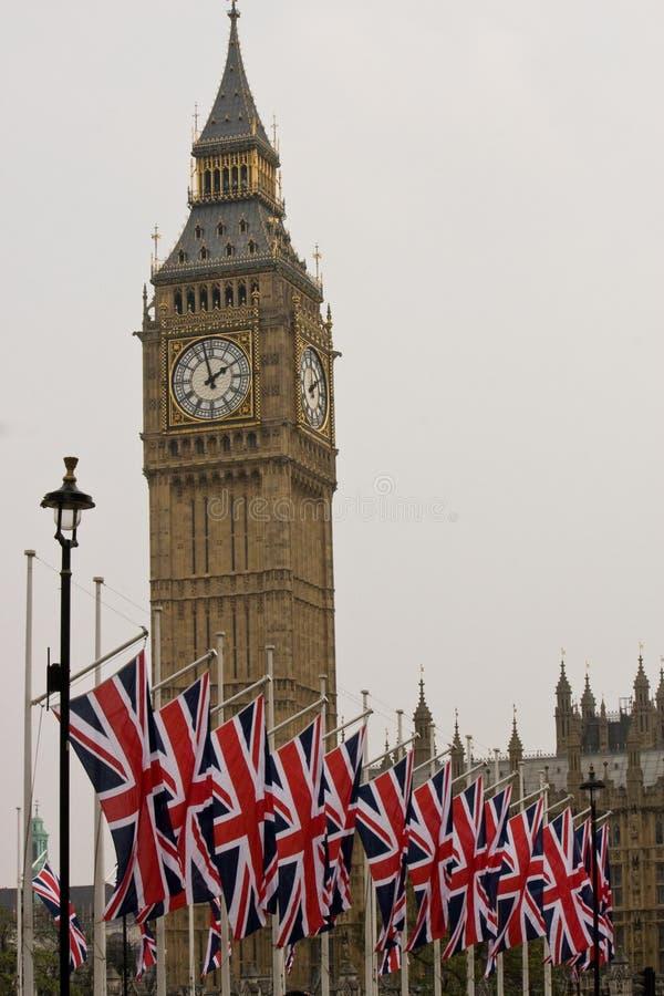 Big Ben en Britse vlaggen stock foto's