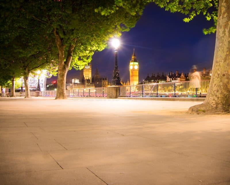 Big Ben en la noche imágenes de archivo libres de regalías