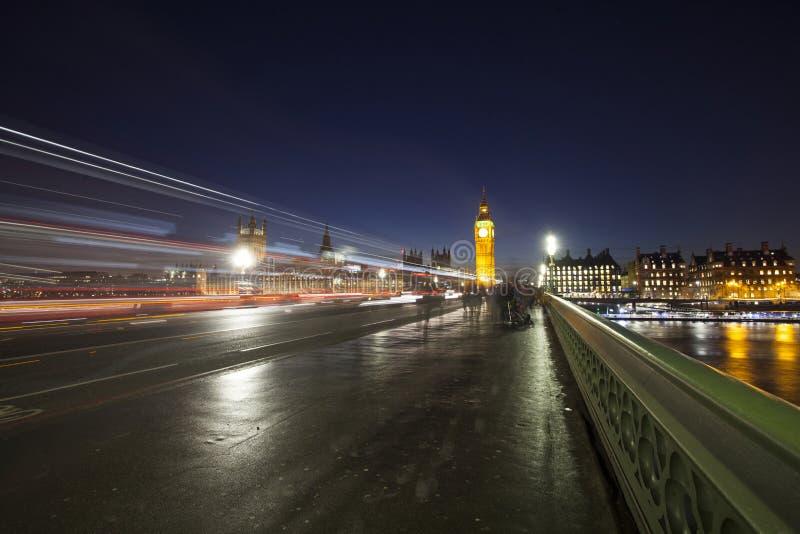 Big Ben et Chambre du Parlement la nuit, Londres, Royaume-Uni photos stock