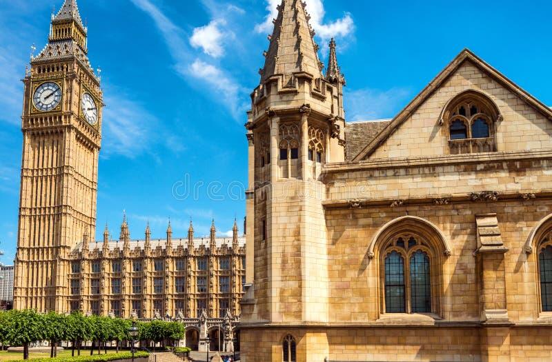 Big Ben et Chambres du Parlement - Londres, R-U images stock