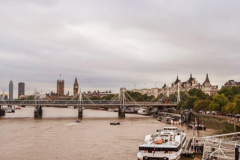 Big Ben, het Parlement Huis en Theems, mening van de brug Het Verenigd Koninkrijk Londen stock foto's