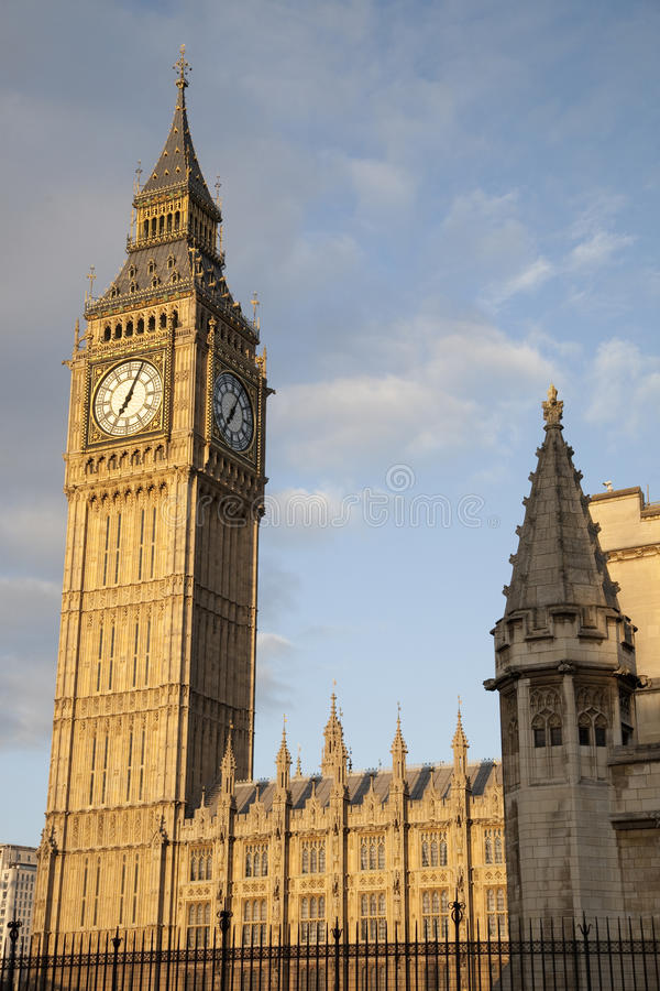 Download Big Ben And The Houses Of Parliament Stock Photo - Image: 28253520