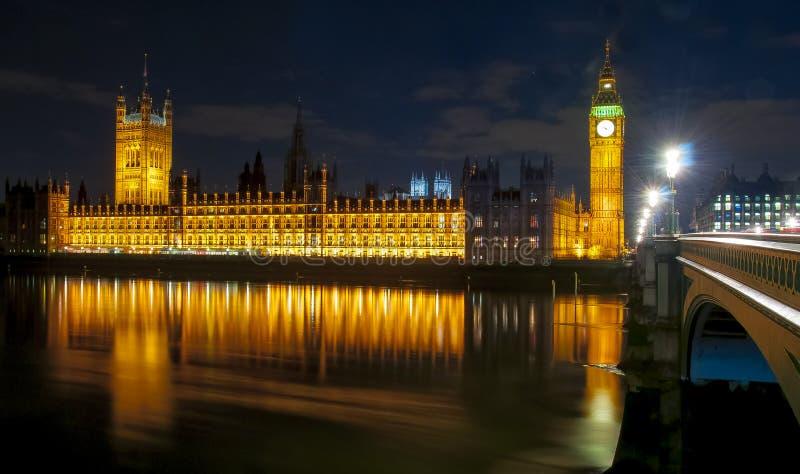 Big Ben i domy parlament przy nocą, Londyn, UK fotografia stock