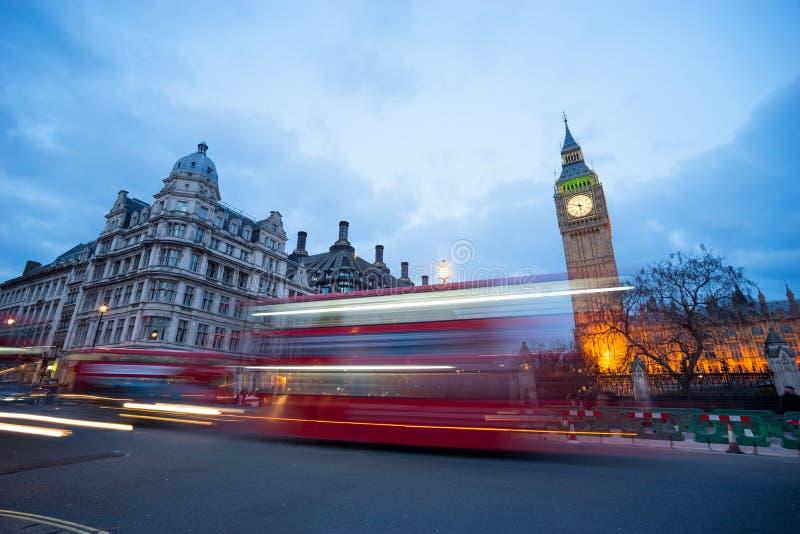 Big Ben i statua Sir Winston Churchill, Londyn, Anglia fotografia royalty free