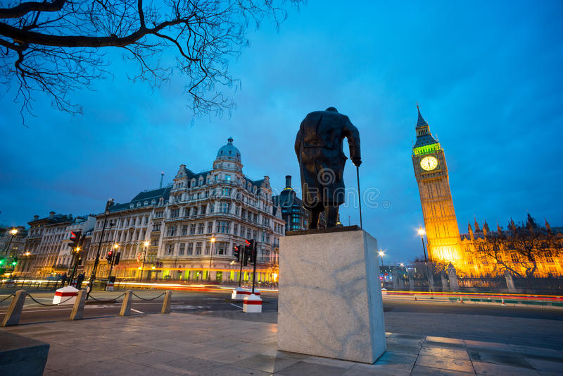 Big Ben i statua Sir Winston Churchill, Londyn, Anglia zdjęcia royalty free