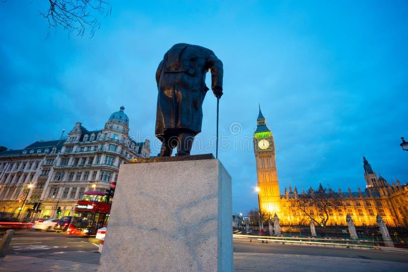 Big Ben i statua Sir Winston Churchill, Londyn, Anglia zdjęcia stock