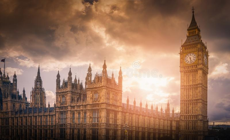 Big Ben i Westminister pałac przy zmierzchem w Londyn obrazy royalty free
