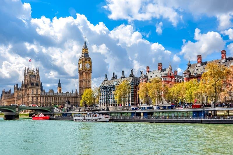 Big Ben i Wiktoria bulwar, Londyn, UK obrazy royalty free