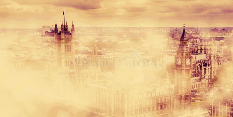 Big Ben, le palais de Westminster en brouillard Londres, R-U illustration stock