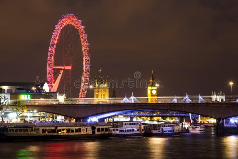 Big Ben, London-Auge und Waterloo-Brücke nachts stockfotografie
