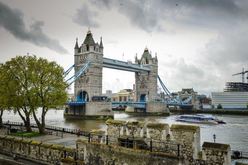 Big Ben, London-Brücke England lizenzfreie stockbilder