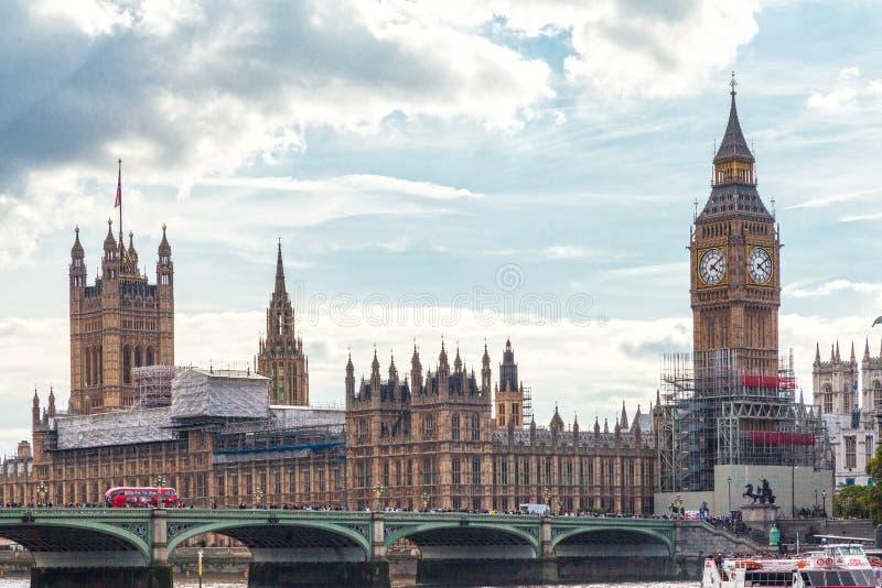 Big Ben London under solig dag arkivfoto
