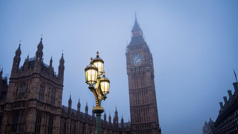 Big Ben med lampan arkivfoto