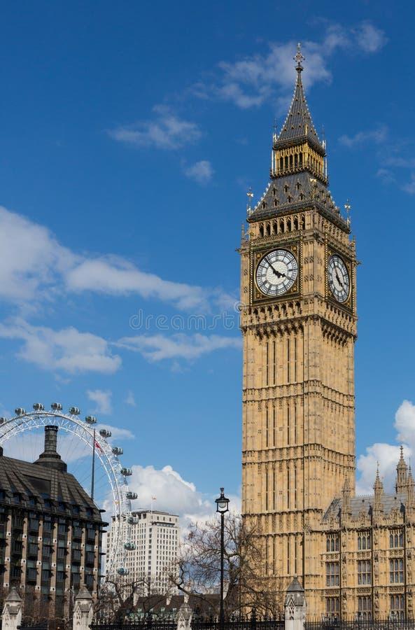 Big Ben mit dem London-Auge lizenzfreies stockbild