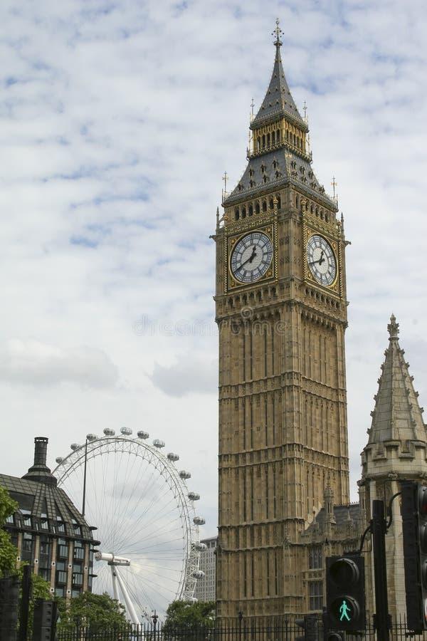 Big Ben mit London-Auge stockfotos