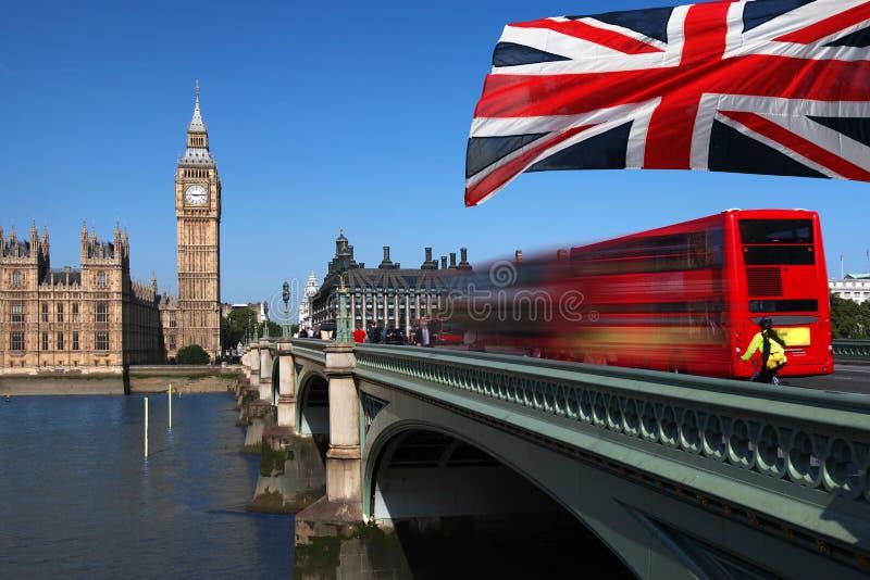 Big Ben mit rotem Bus in London, Großbritannien stockfotografie
