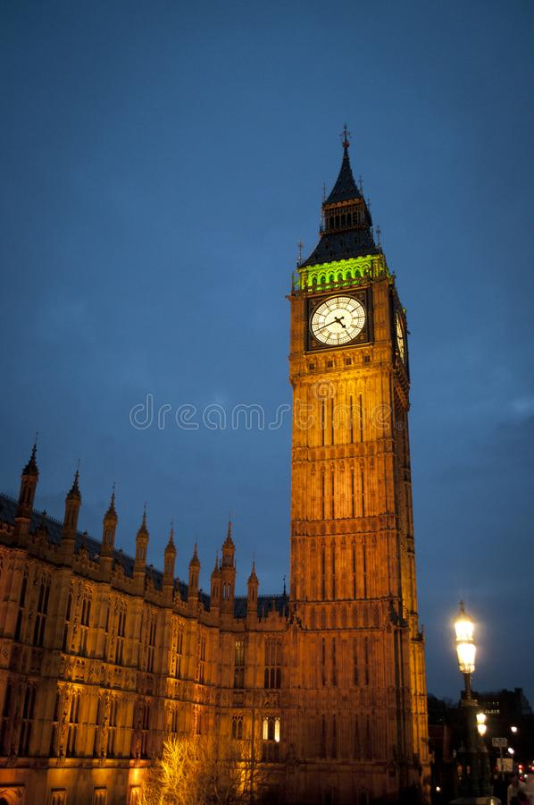 Big Ben mooi verlicht Londen het UK stock afbeeldingen