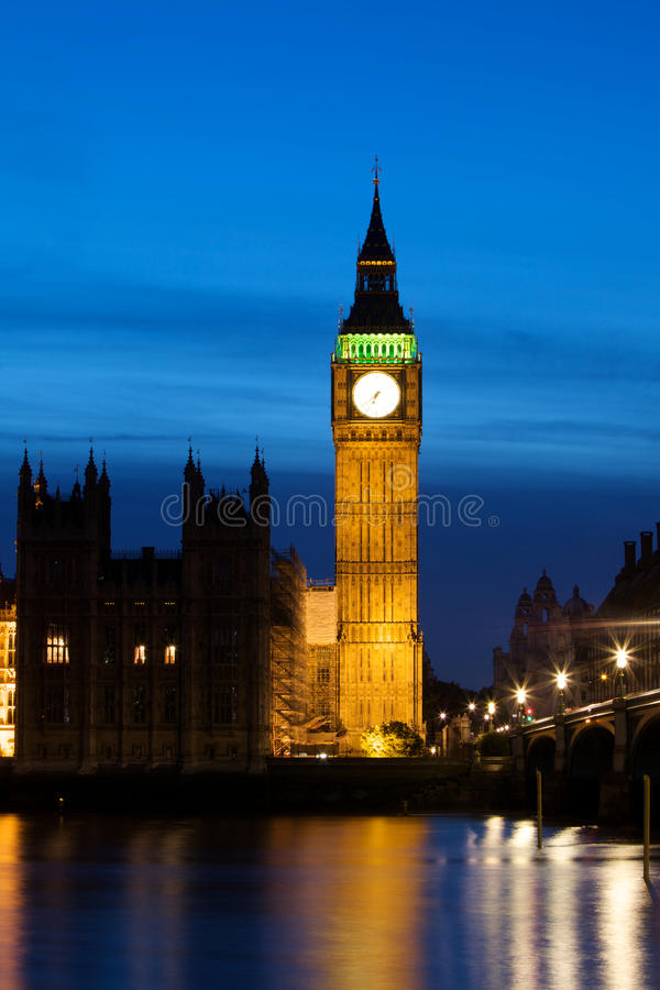Download Big Ben nachts stockfoto. Bild von anblick, reflexion - 12203378