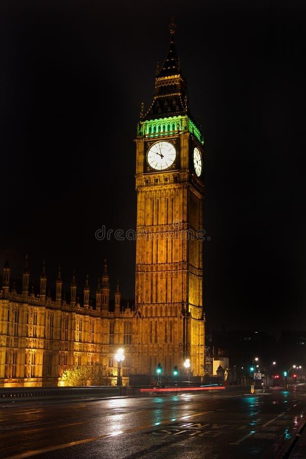 Big Ben natt royaltyfria bilder