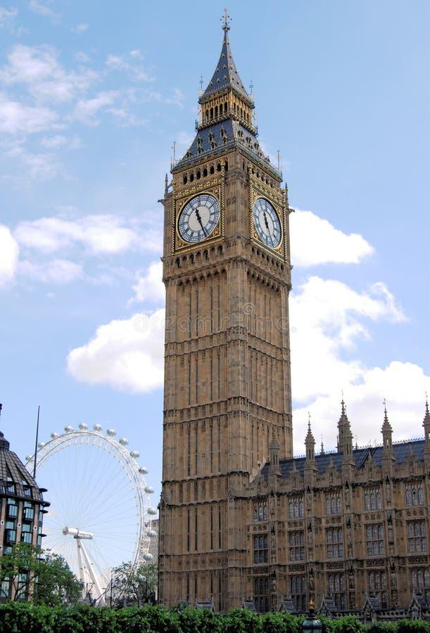Big Ben och London öga, England royaltyfria bilder