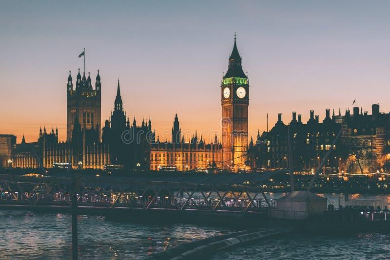 Big Ben och parlament, London, England på solnedgången arkivfoton