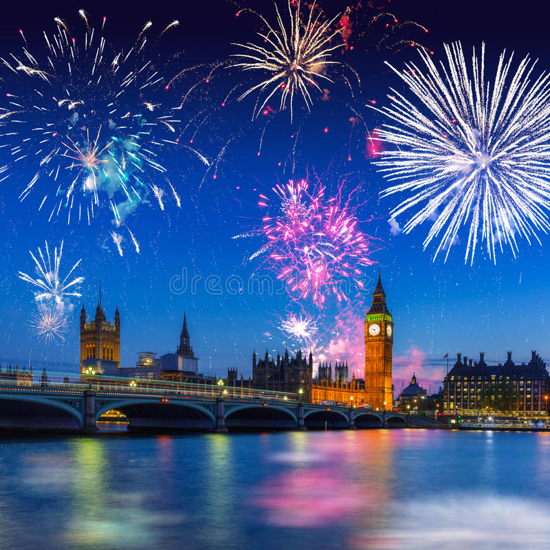 Big Ben och Westminster bro i London på natten, UK royaltyfria foton