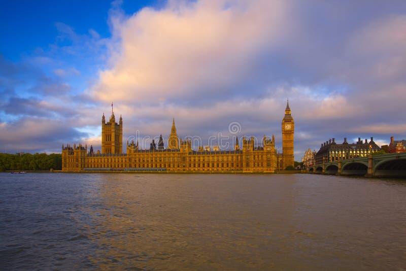 Big Ben parlamentbyggnader, London, UK royaltyfri bild