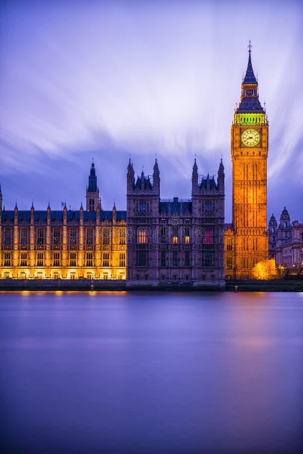Big Ben po zmierzchu przy Westminister w Londyn zdjęcie stock