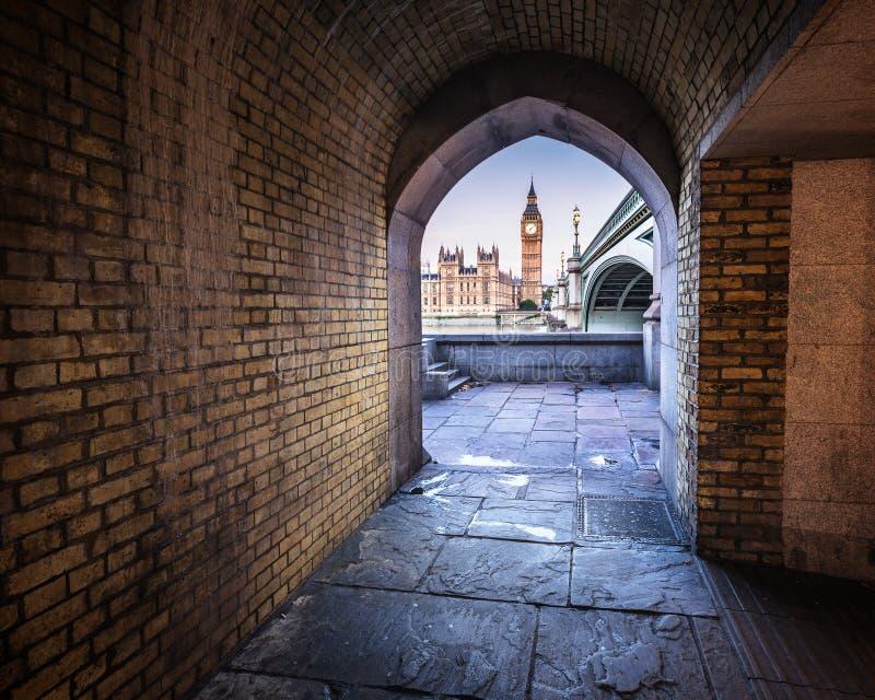 Big Ben, rainha Elizabeth Tower e ponte de Westminster fotos de stock royalty free