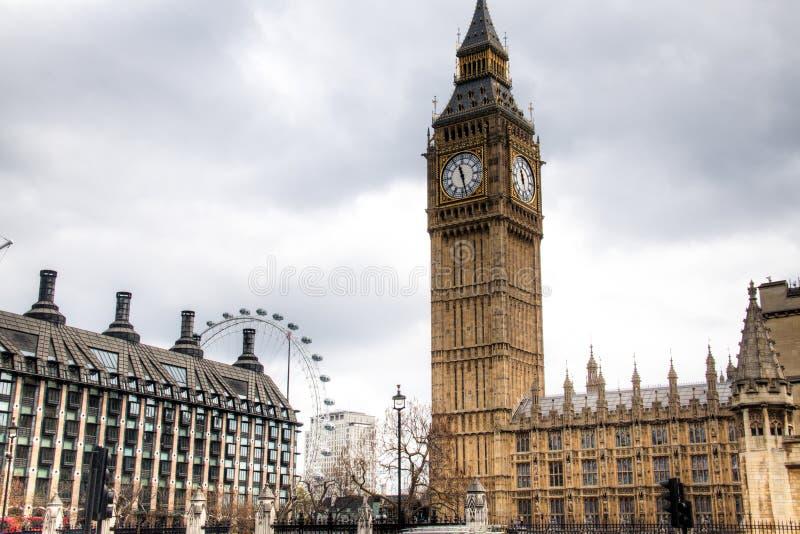 Download Big Ben Wierza Z Londyńskim Okiem W Tle W Londyn, UK Fotografia Editorial - Obraz złożonej z dzwon, britain: 53778007