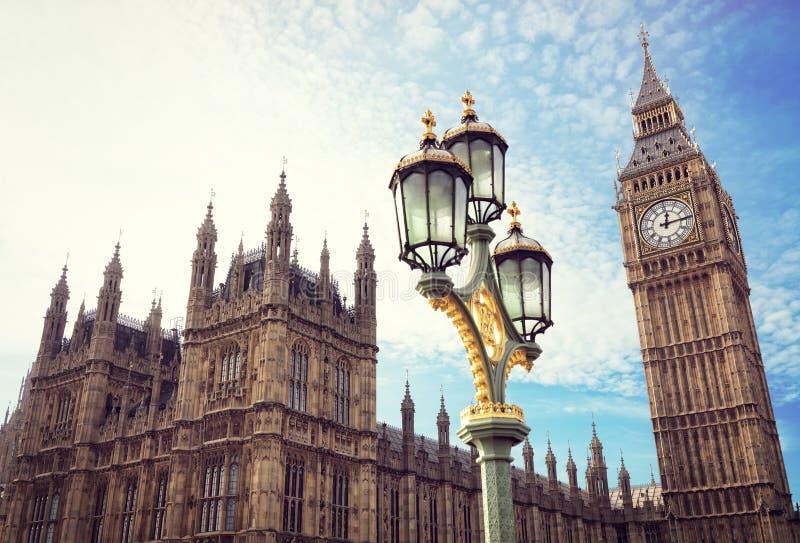Big Ben y las casas del parlamento en Londres imagen de archivo
