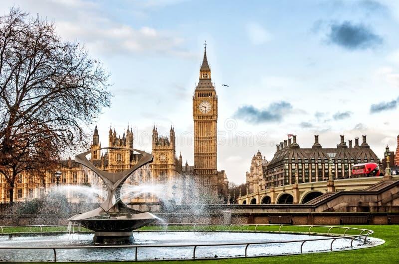 Big Ben y puente de Westminster en Londres fotografía de archivo libre de regalías