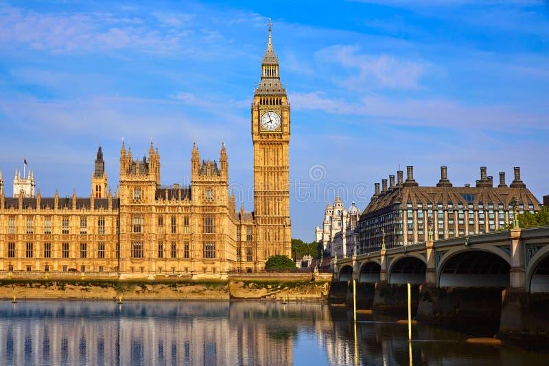 Big Ben Zegarowy wierza i Thames rzeka Londyn obrazy royalty free