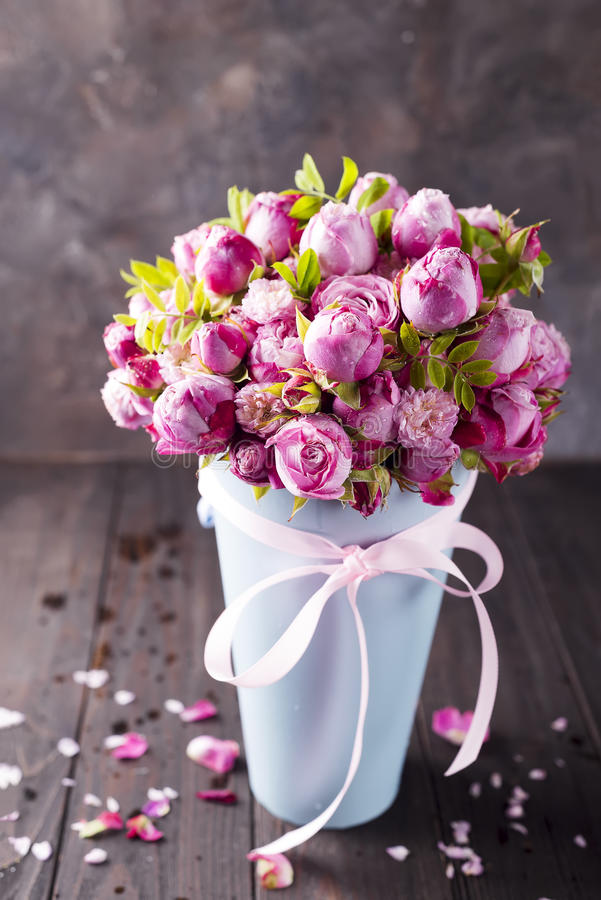 Big bouquet of roses. In blue box on a wooden background stock photography