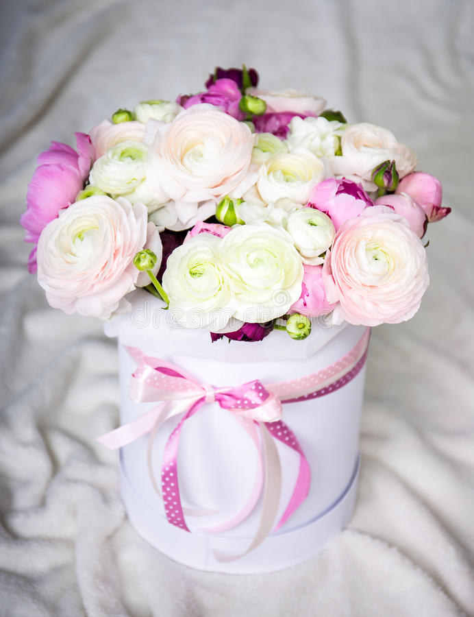 Big bouquet of summer flowers in round box over white for Biggest bouquet of flowers