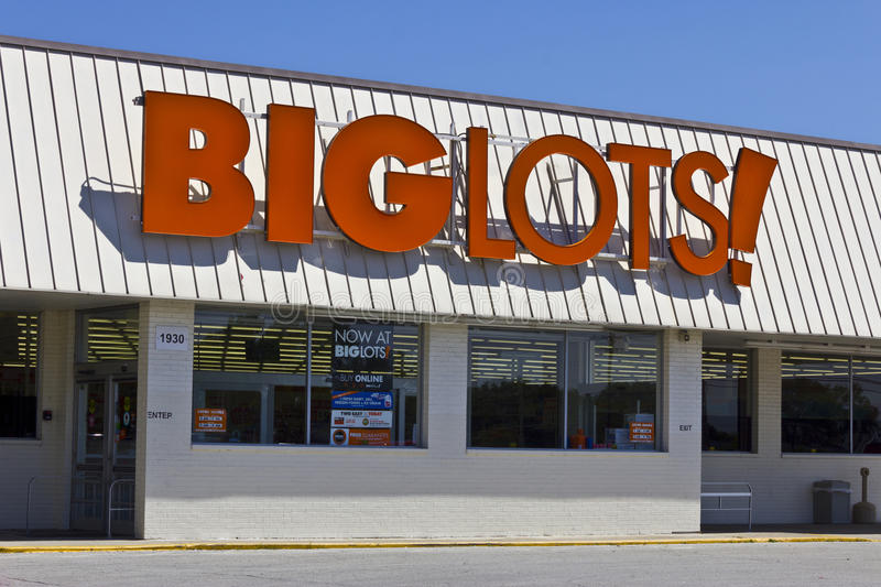 Big Lots Retail Discount Location I. Indianapolis - Circa June 2016: Big Lots Retail Discount Location. Big Lots is a Discount Chain Selling Food, Furniture and stock photos