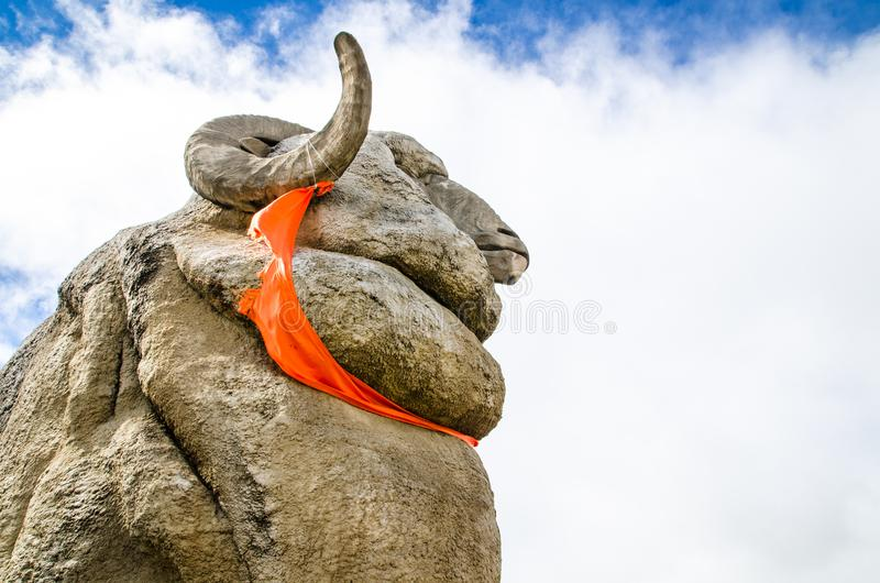 The Big Merino is a 15.2 metres tall concrete merino ram statue, standing as monument to local wool industry. Goulburn, New South Wales, Australia. – The royalty free stock photos