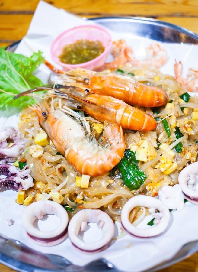 big plate of fresh pad thai royalty free stock photography